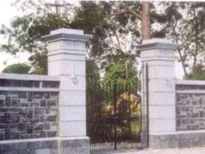 02 Gate Lodge entrance in ADARE, built from modular splitstone