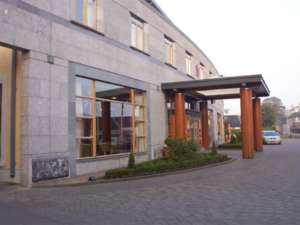06 Tullamore Court Hotel - 1998 and 2007