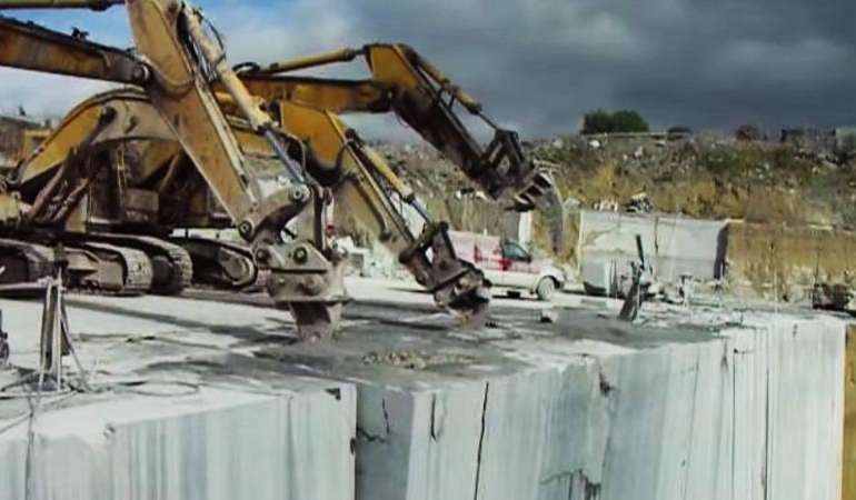 Irish Blue Limestone – 1000 Tons Versus 3 Caterpillars