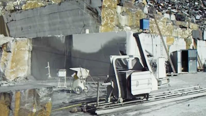 Wire Saws cutting raw blocks in the quarry