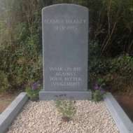Seamus-Heaney-headstone-grave