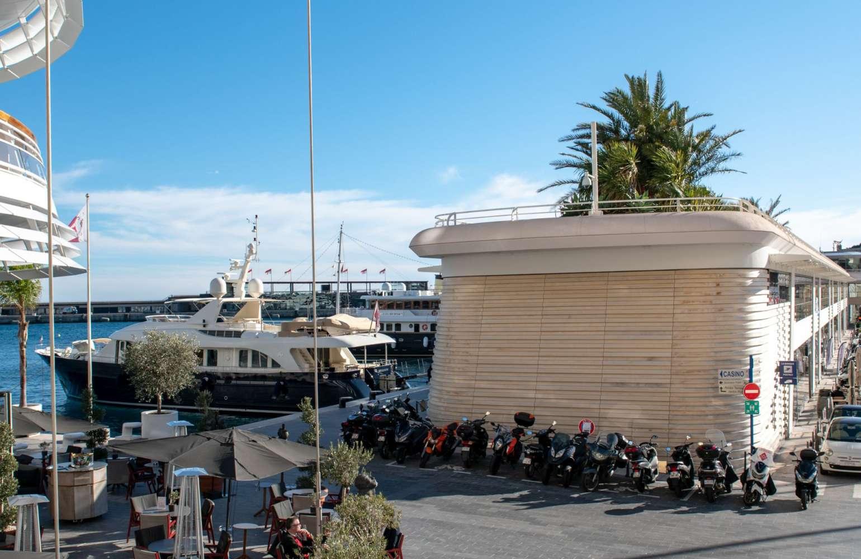 Monaco – Royal Yacht Club – Kilkenny Limestone Flamed paving